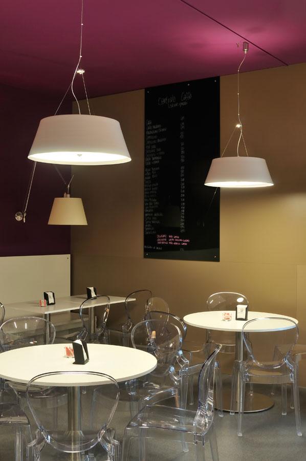 Marogna-Arredamenti-interni-commerciale-banco-tavolini-legno-bar-vicenza
