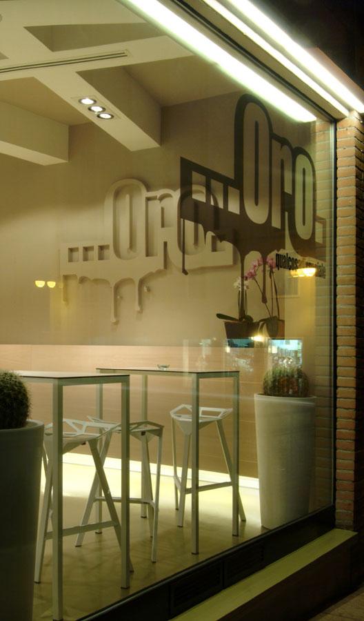 Marogna-Arredamenti-interni-commerciale-bancone-bar-legno-resina