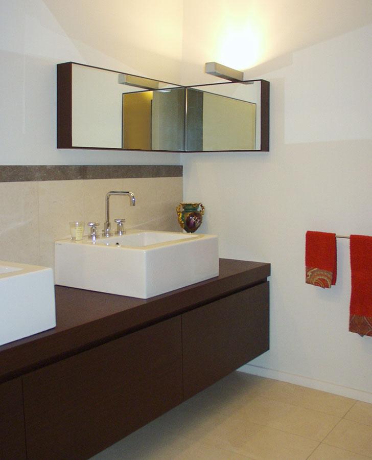 Marogna-Arredamenti-interni-contract-mobile-bagno-legno-2