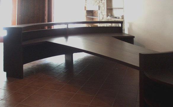 Marogna Arredamenti interni bancone reception in legno