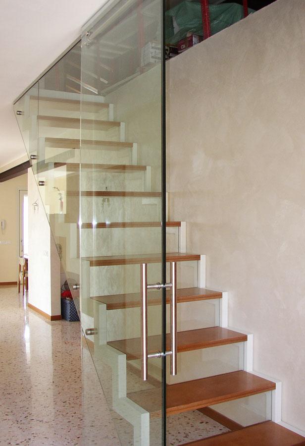 Marogna-Arredamenti-interni-residenziale-scala-legno-acciaio-vetro