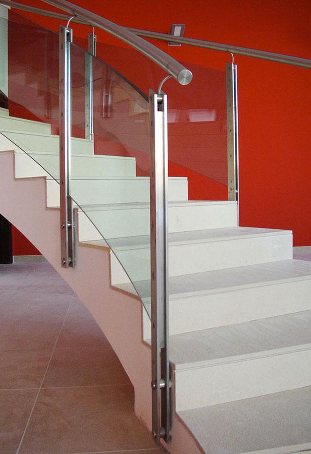 Marogna-Arredamenti-interni-residenziale-scala-parapetto-inox-vetro-1